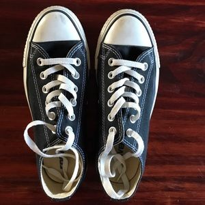 Black & white low top chuck taylor converse shoes